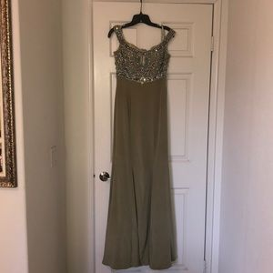 Dresses & Skirts - Mermaid style off the shoulder sequined top gown.